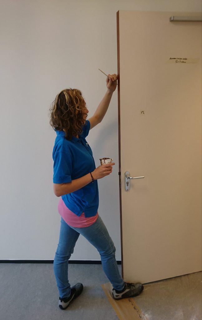 Herstelmeester Marissa aan het werk