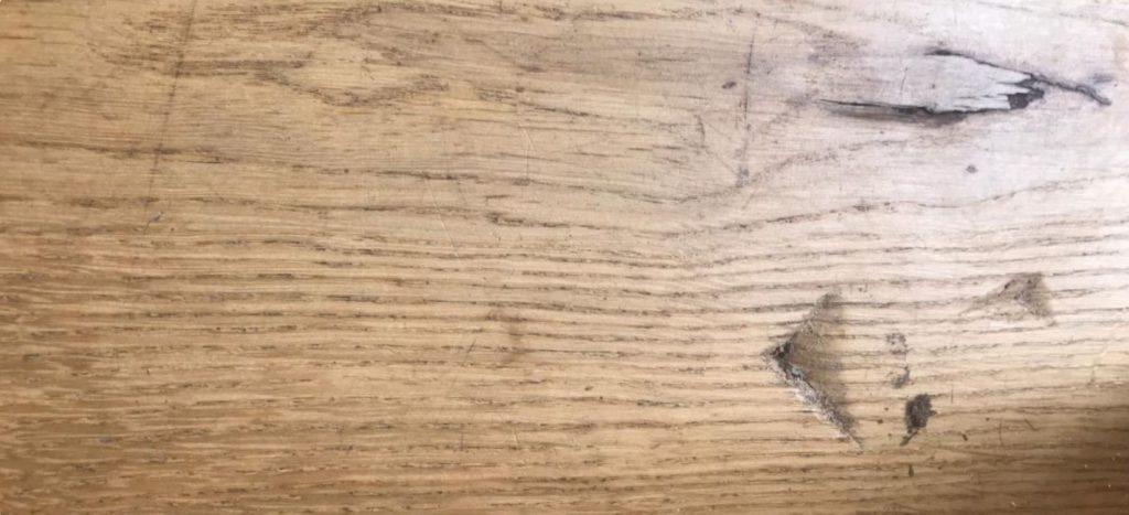 Schade aan houten vloer door bezorgdiensten