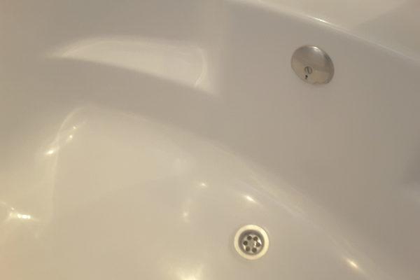 Gerepareerd bad na schade