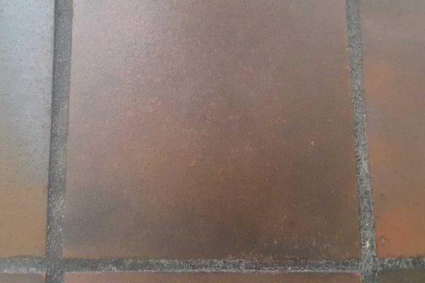 Gerepareerde keramische vloer