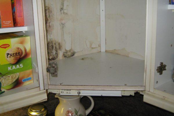 Waterschade aan de keukenkast
